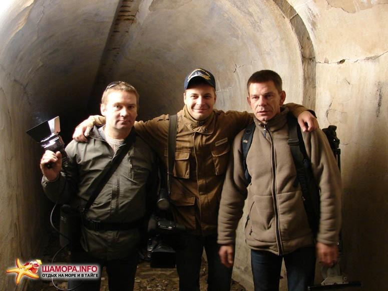 Коррепонденты ВЕСТИ-РОССИЯ в подземной галерее форта.   Субботник на форте №3 Владивостокской крепости