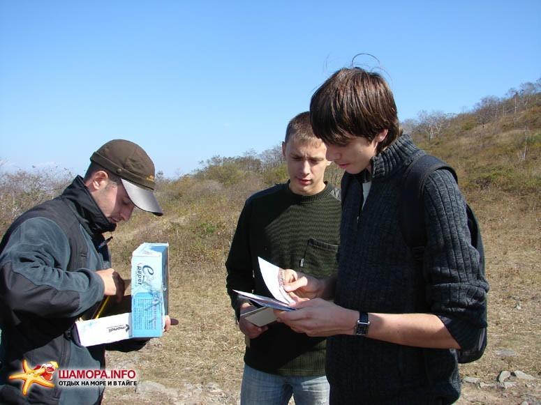 Раздача призов от издательства «Точка зрения». | Субботник на форте №3 Владивостокской крепости