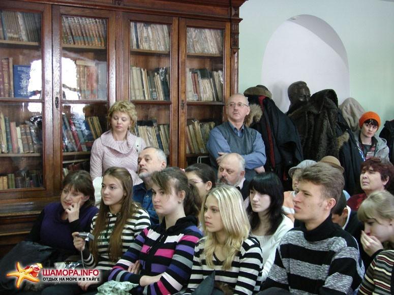 Презентация завершилась поездкой Владивостокского диггер-клуба с коррреспондентами ОТВ Прим на форт №3 Владивостокской крепости. | Презентация фотоальбома «Крепость Владивостокъ»