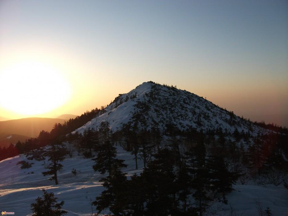 Вершина Пидана на закате   Пидан 30-31.01.2010