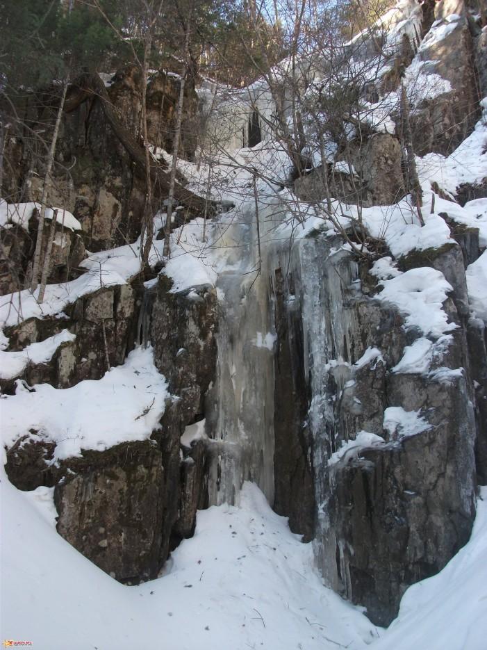 Сосульки на стенах каньона | Зима на Партизанском хребте