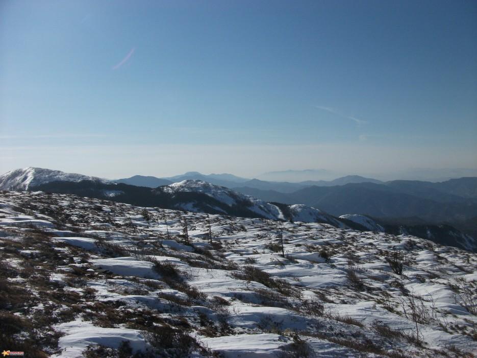 Вид с вершины г. Лысой на южную часть Партизанского хребта и Ливадийский хребет | Зима на Партизанском хребте