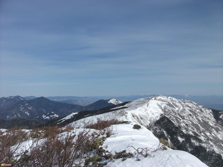 Вид с Белой на Лысую На заднем плане горы Облачная, Сестра, Снежная. | Зима на Партизанском хребте