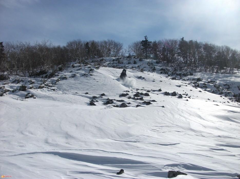 Покататься с горок толком не удалось. На курумниках снега недостаточно. | Зима на Партизанском хребте