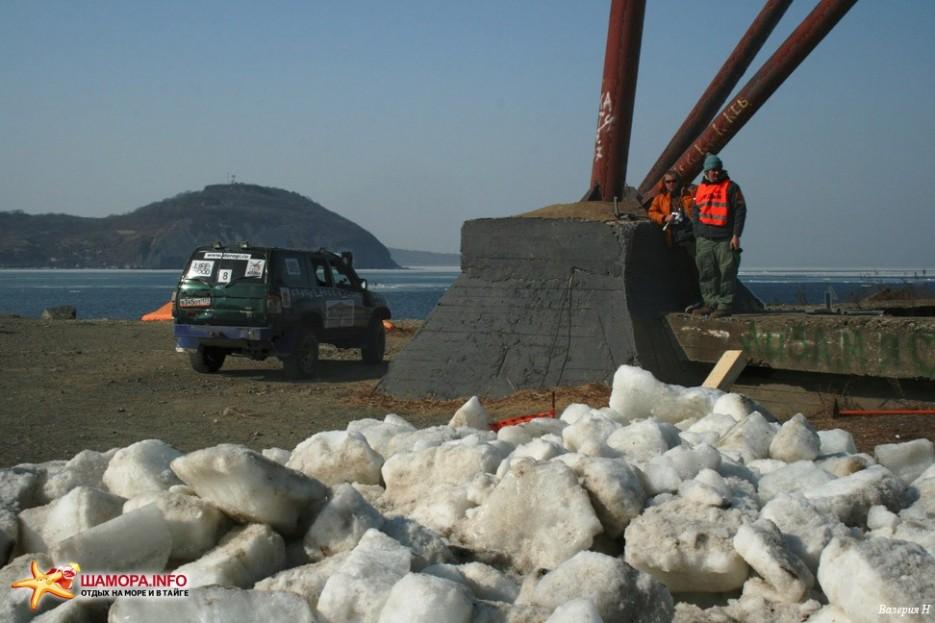 Финиш Попробуйте перепрыгнуть через кучу мусора и льда, если остались силы, и путешественнки — на берегу великого Океана. | Трофи 2008 Финиш