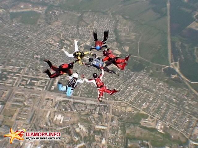 Фото 15952 | парашютные прыжки в Арсеньеве 28 — 29 июня 2008г
