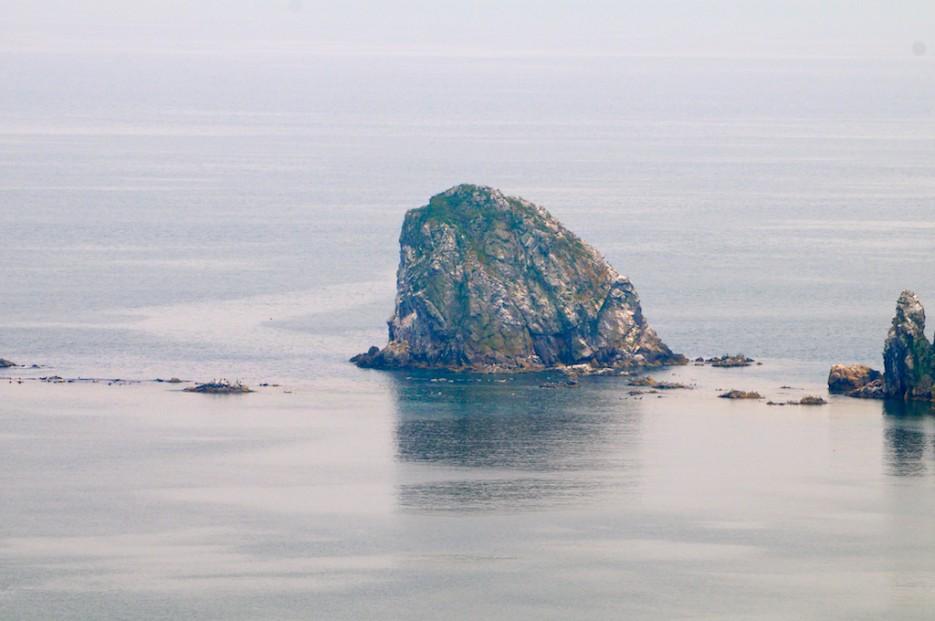 Скальный островок в гряде кекур Бакланьих | Морской государственный заповедник