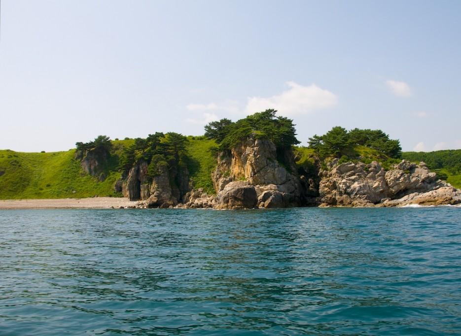 Скалы в бухте между мысом Матросова и мысом Сосновый | Морской государственный заповедник