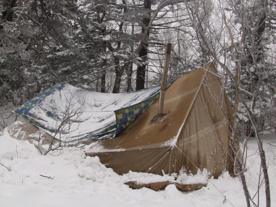 Ночевка на вершине Фалазы. Палатка с печкой.   Горы Приморья
