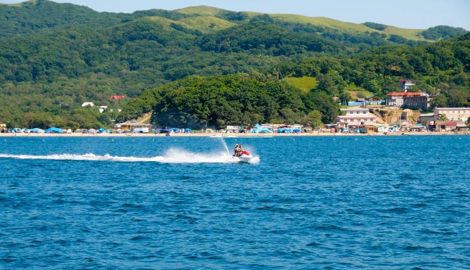 Отдыхающих в Андреевке катаются на морском мотоцикле | Андреевка - Гамов