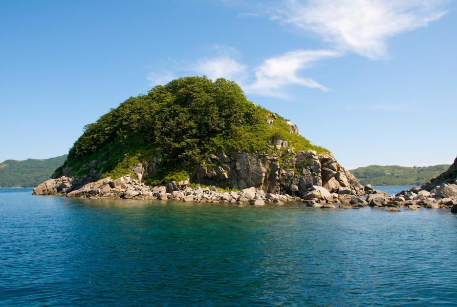 Скальные острова Таранцева в горловине бухты Витязь (бывшая Гамова)   Андреевка - Гамов