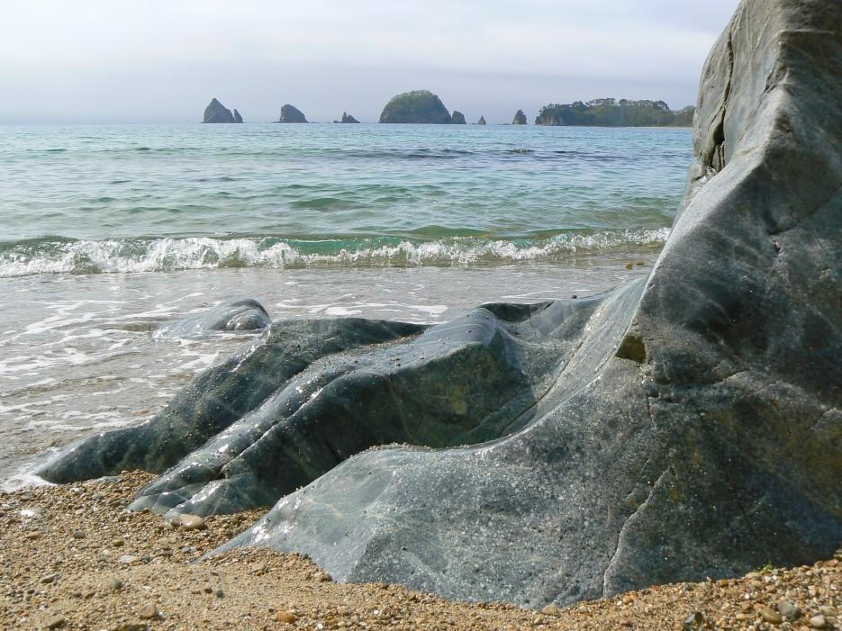 Набегают волны синие... зелёные..., нет синие...   Кекуры Бакланьи, п-ов Гамова. | ...А остальное - острова...  Хасанский район (альбом1)