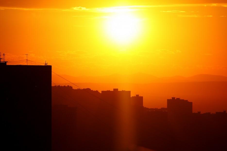 Вид на Амурский залив сквозь городской закат. | Владивосток моими глазами
