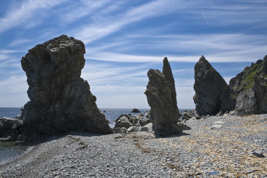 Вот такие причудливые камни стоят на берегах Японского моря | Сияние северного Приморья