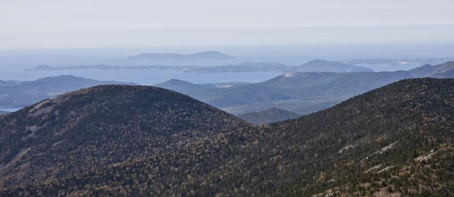 Вид на острова Путянина и Аскольд с вершины самой популярной горы Приморья Пидан. | Вид с вершины