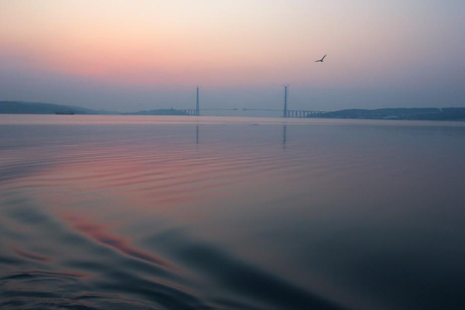Утренняя гладь Босфора-Восточного и Мост на заднем плане | Владивосток моими глазами