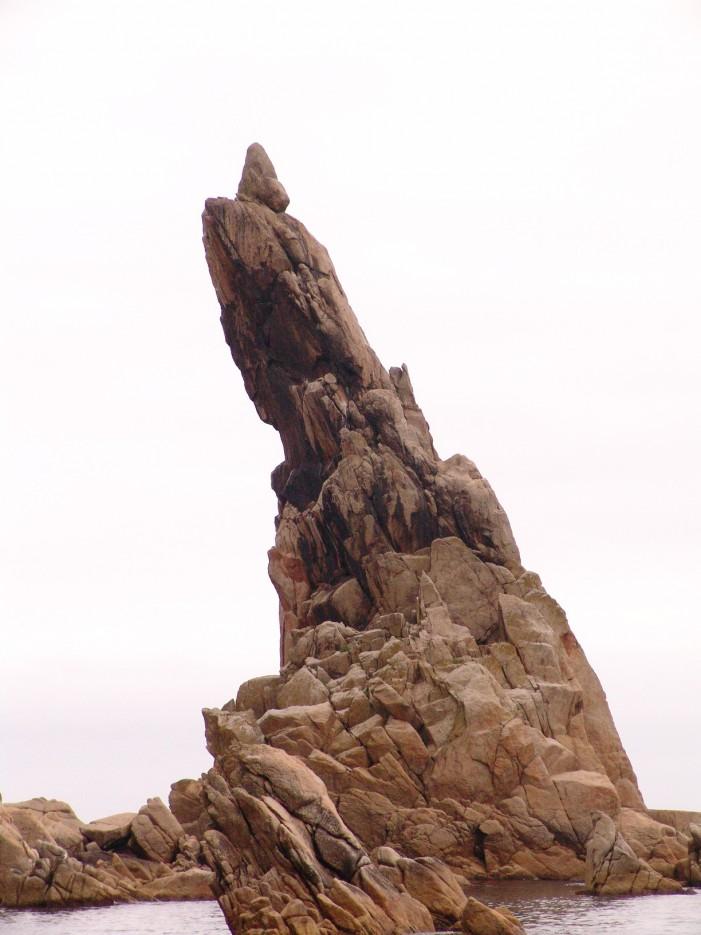 Мыс Лапласа (Перья). Район бухты Триозерье. Лазовский район. | Камни и лагуны бухты ТРИОЗЕРЬЕ. Мыс Лапласа (Перья). Лазовский район.