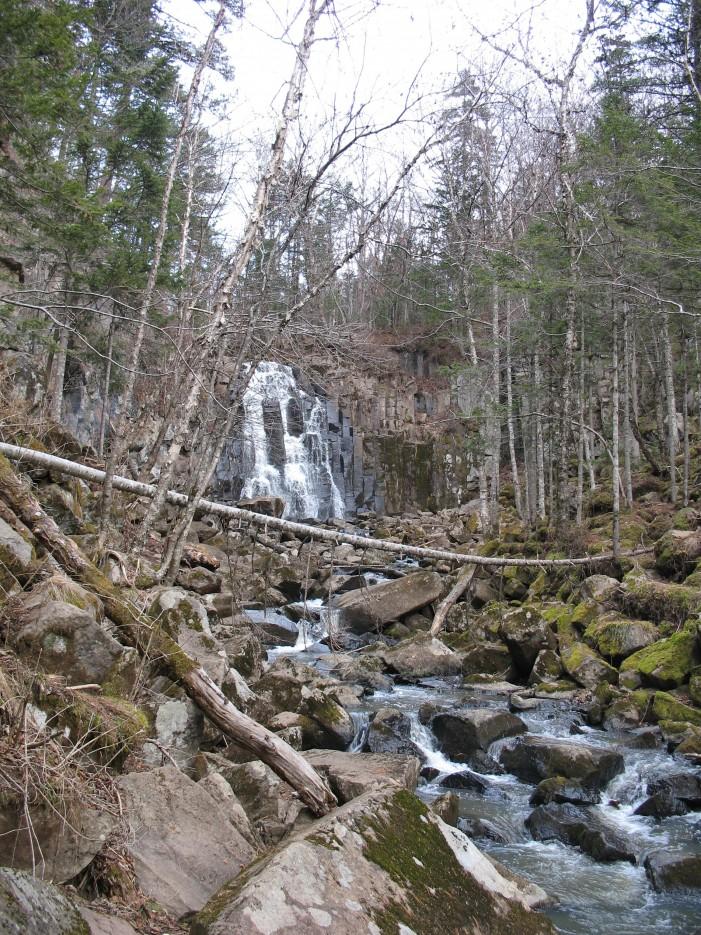 Водопад Горбатый. Шкотовское плато.   Водопады Горбатый и Тигровый поздней осенью.