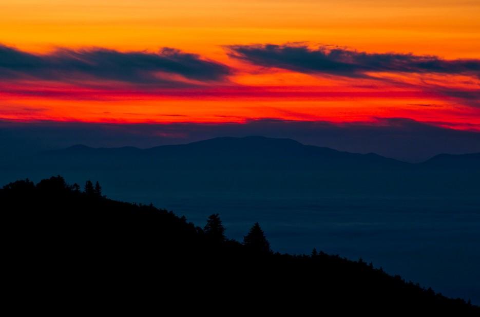 Рассвет с вершины сопки Туманной, хребта Большой Воробей.   Хребет Большой Воробей, г.Туманная