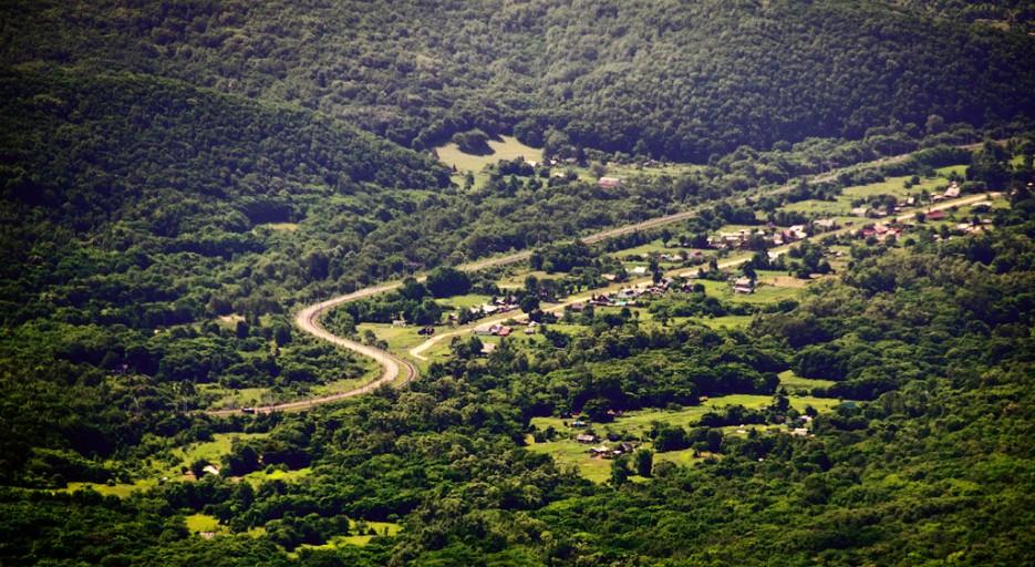 Вид на деревню около жд станции 82 км. | Хребет Большой Воробей, г.Туманная
