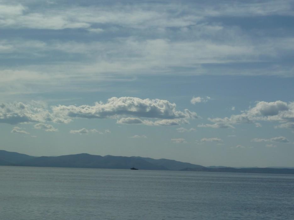 Облака над водой | Походы на остров Русский