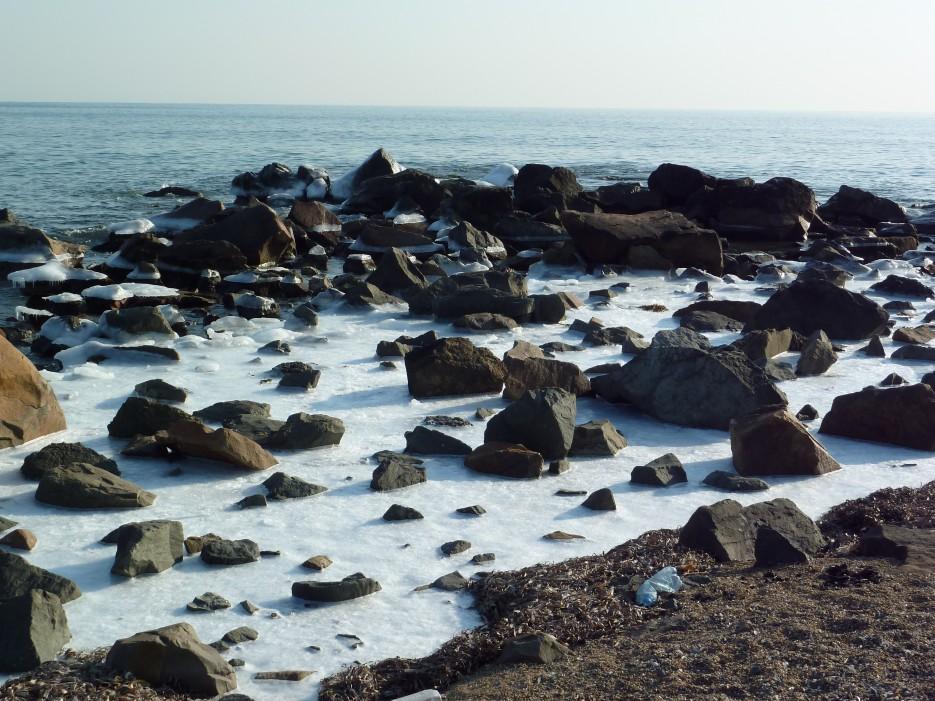 Бухточки правее Шаморы. Лед и камень | Океанский военный санаторий