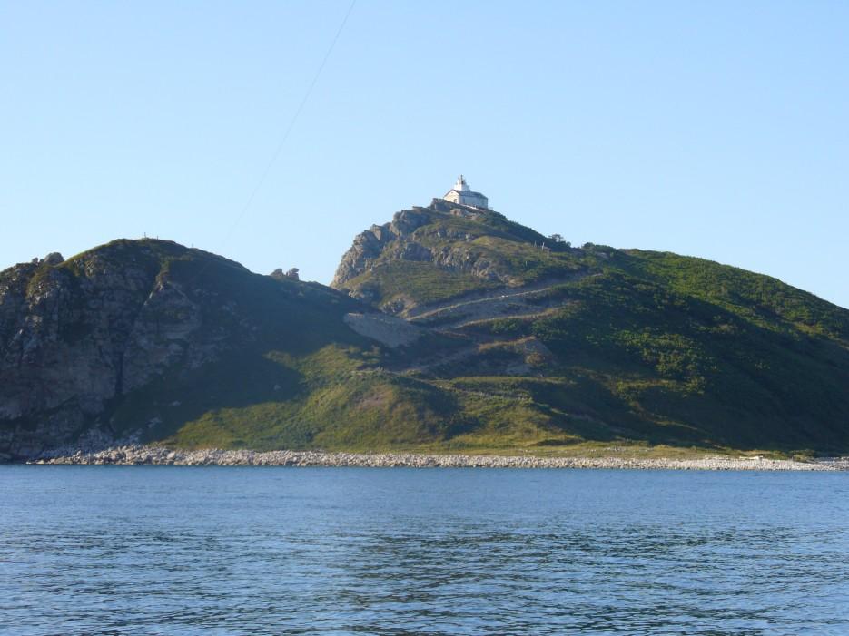 Высоко на горе стоит старый маяк. маяк Чихачева   Ольгинский район