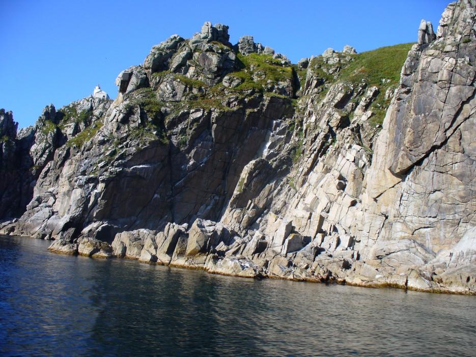 Ни на лодке ни пристать, ни подняться вдоль скалы   Ольгинский район