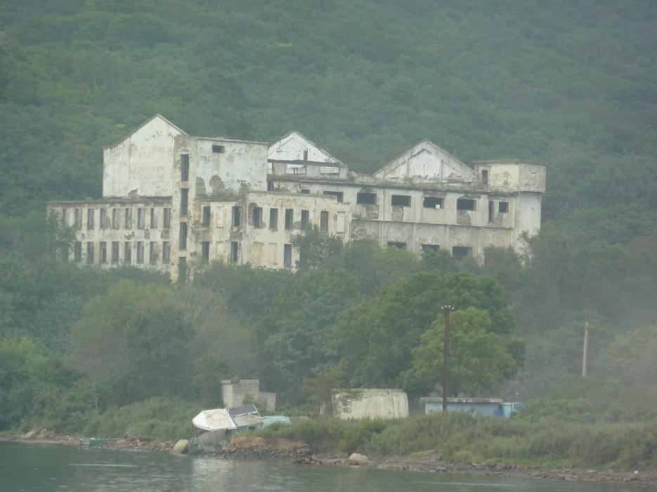 Руины морского госпиталя на острове Русском | Походы на остров Русский