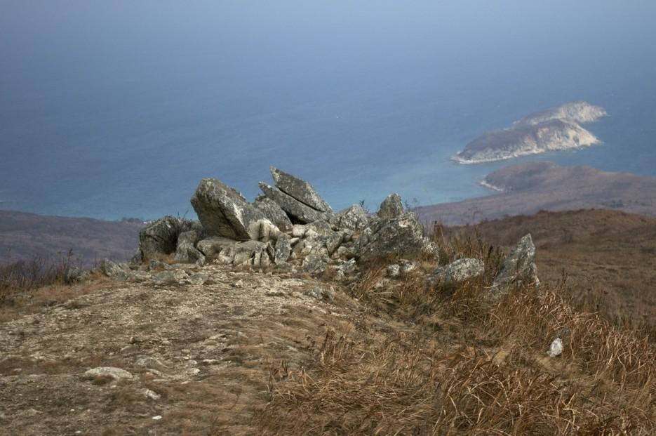 живописные камни | Полуостров Гамов и бухта Витязь
