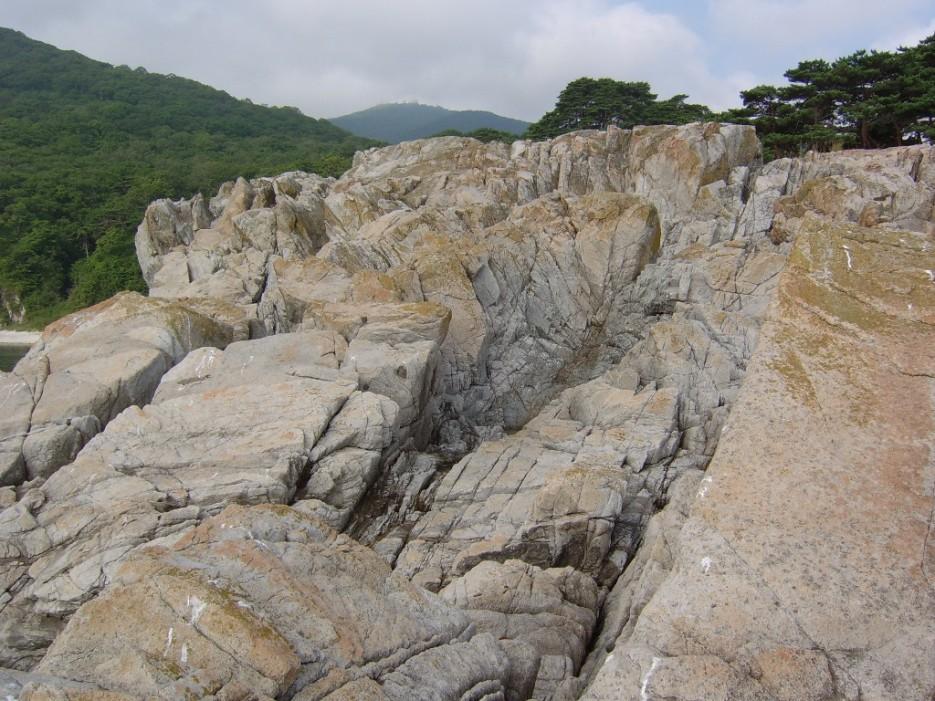 камни   остров Томящегося сердца бухта Теляковского
