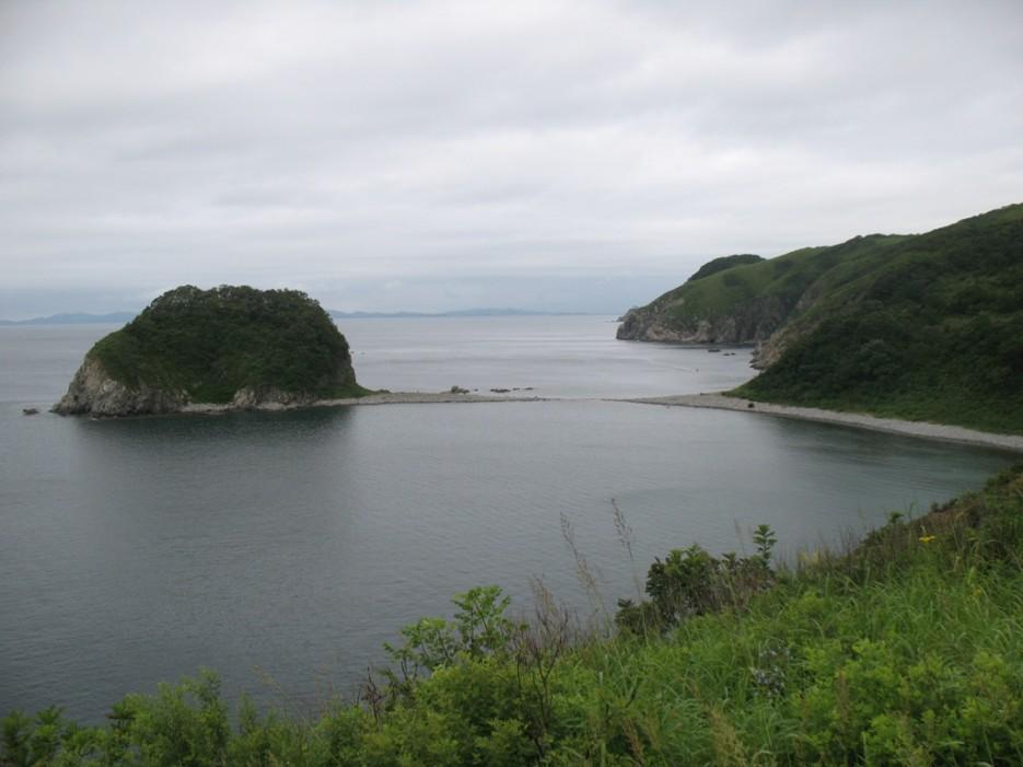 островок с гротами | Бухта Песчанка