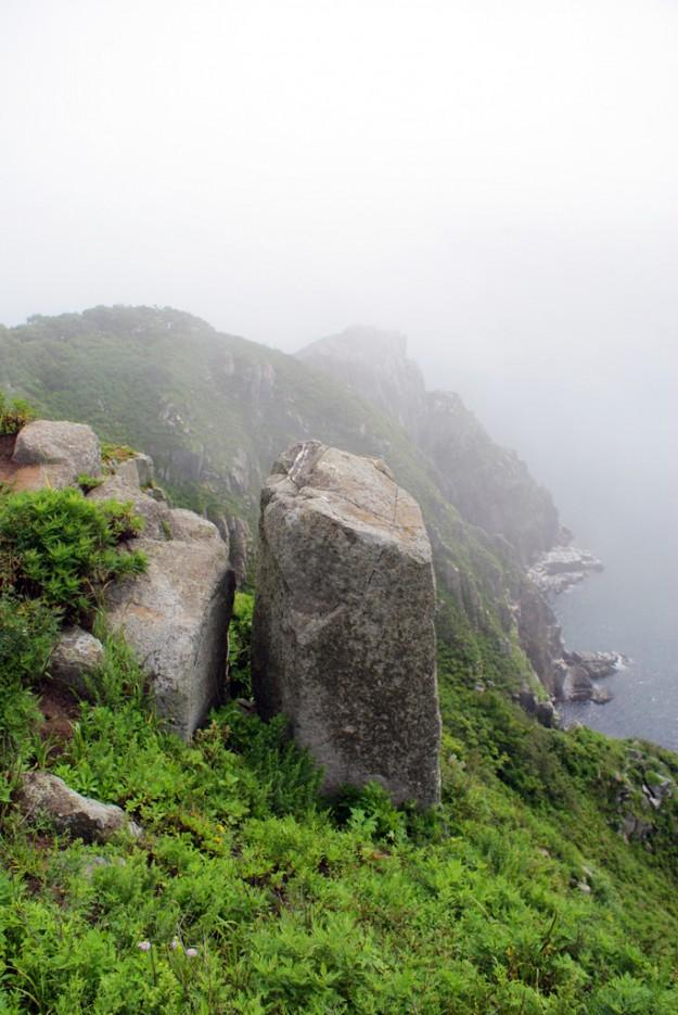 Туман начал рассеиваться. | Мыс Островок Фальшивый и остров Фуругельма