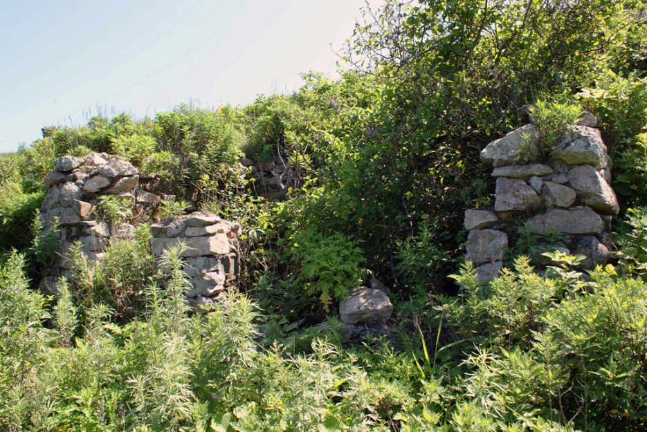 Остатки военных строений. | Мыс Островок Фальшивый и остров Фуругельма
