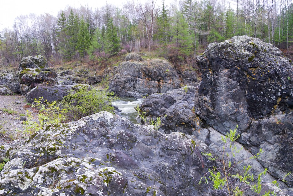 Скалы на реке | Весенняя Кема.
