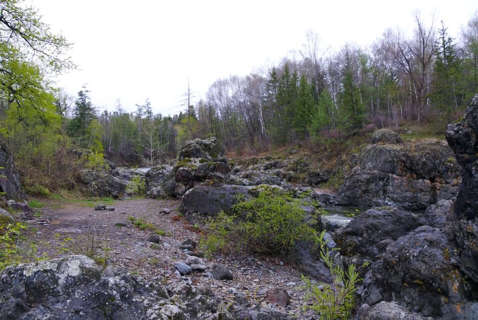 Скальные берега | Весенняя Кема.