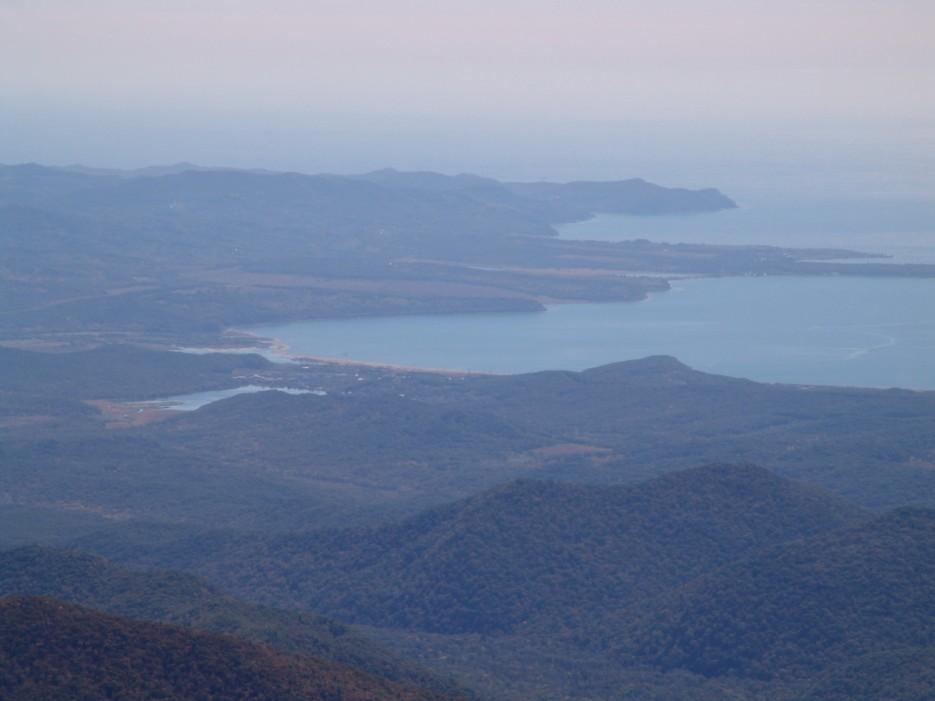 Вид на Ливадию с вершины горы Пидан. Шкотовский район. | Гора Пидан Ливадийского хребта. Шкотовский район.