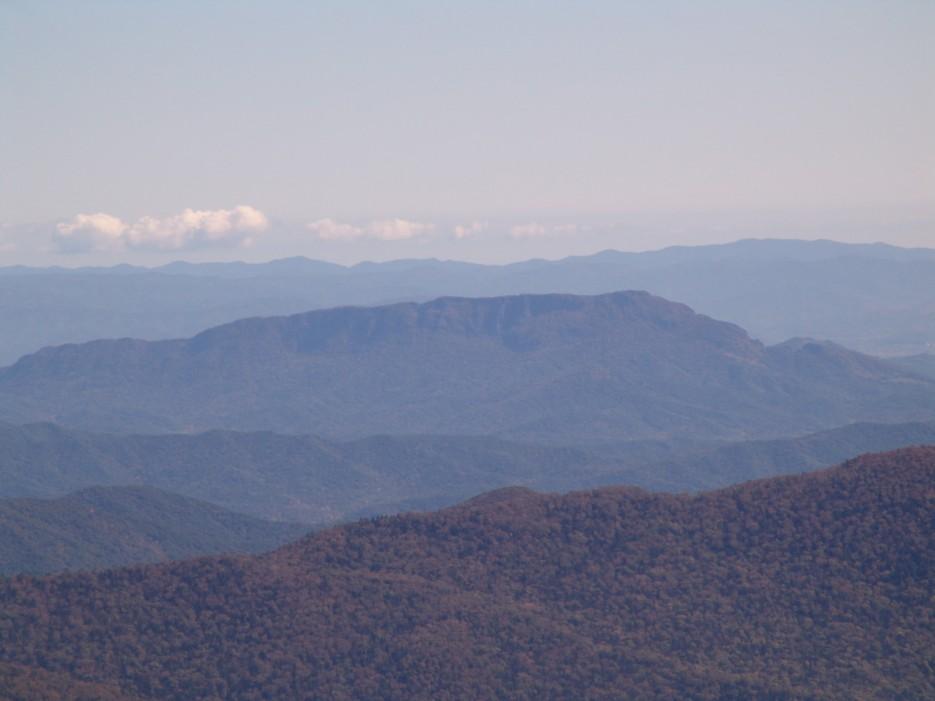 Вид с вершины горы Пидан на хребет Чандолаз. Шкотовский район. | Гора Пидан Ливадийского хребта. Шкотовский район.