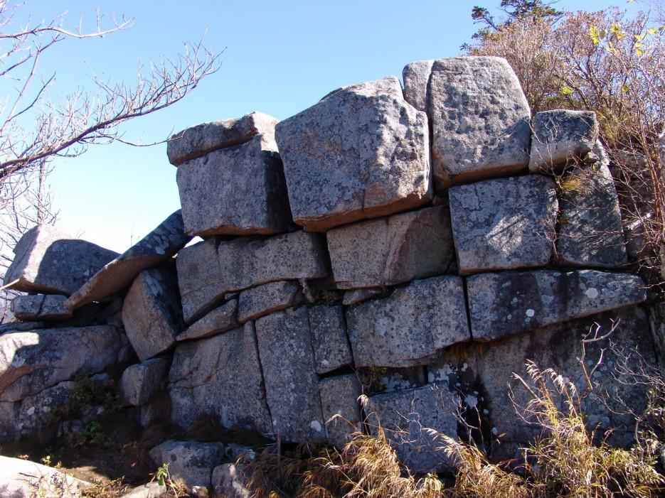 Камни горы Пидан. Шкотовский район.   Гора Пидан Ливадийского хребта. Шкотовский район.