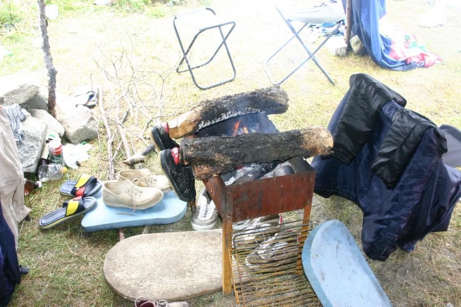 сушим дрова и одежду | тайфун в бухте Теляковского