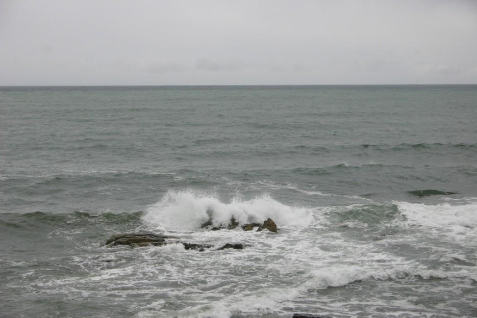 камни | тайфун в бухте Теляковского