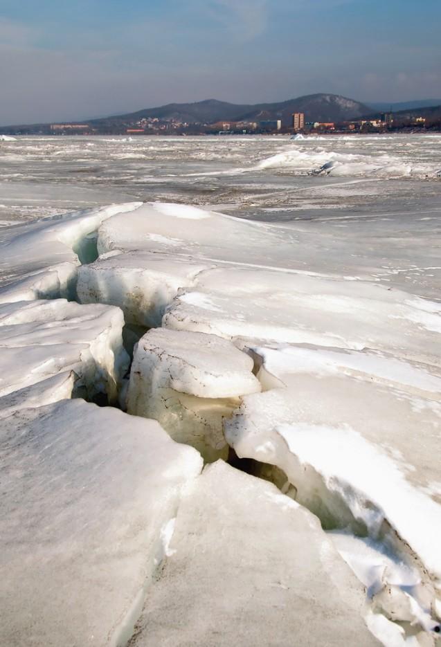Лопнувший лёд.   Остров Скребцова (Коврижка)