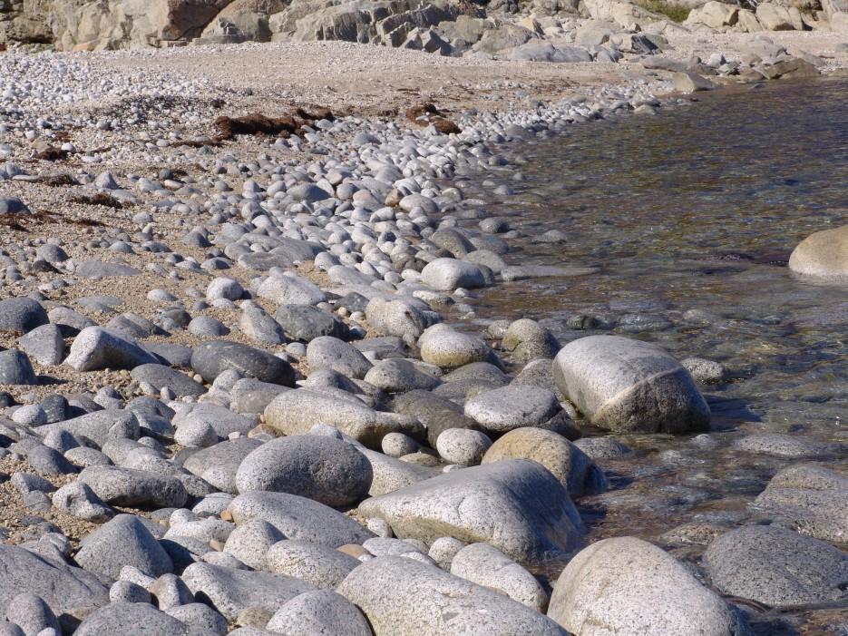 Каменистый пляж   Залив Владимира