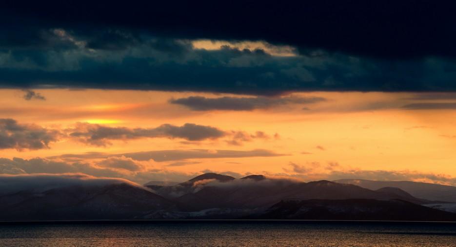 Красивый закат в Амурском заливе. Вид на полуостров Песчаный. | Природа Приморского края. Разное.