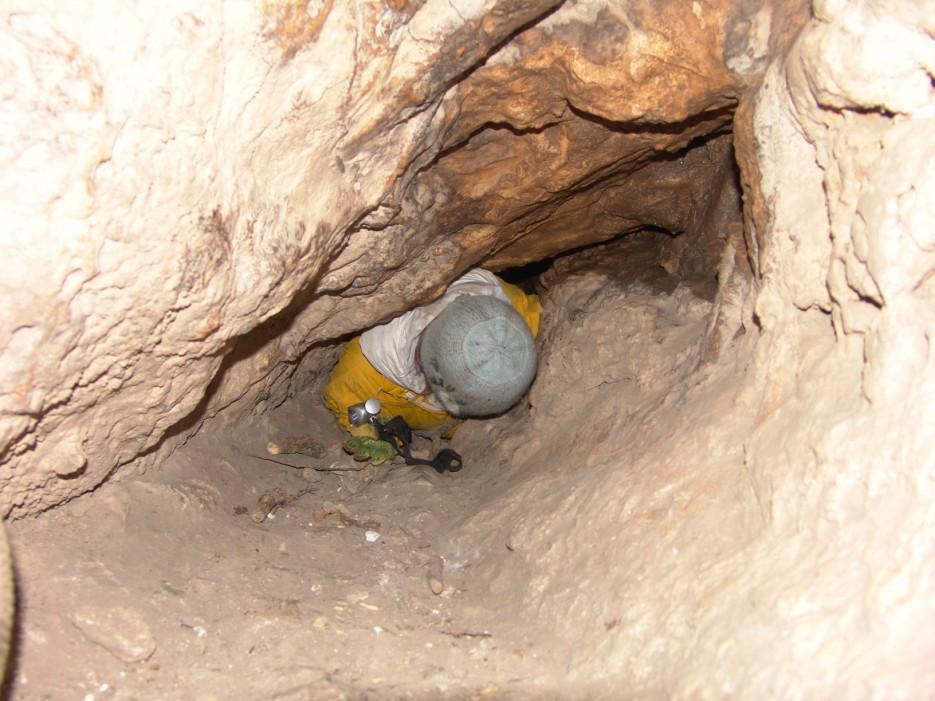 В пещере Шкуродер. Хребет Лозовый (Чандолаз) и пещеры. Партизанский район.   Хребет Лозовый (Чандолаз) и пещеры. Партизанский район.