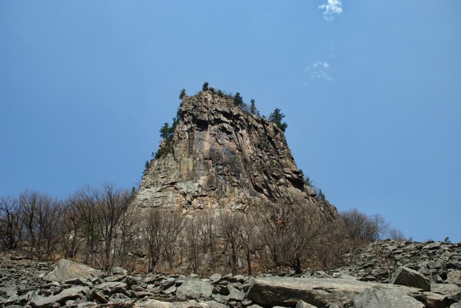 Скала. Замок пиратов, или зуб | Ущелье Дарданеллы, река Тигровая