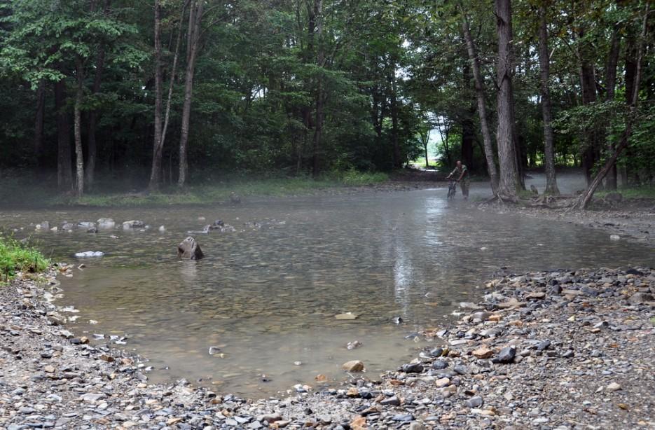 Речка Суходол, при паводках разливается и машинам приходится форсировать её. | Туманный Пидан (Лето). По левой тропе.