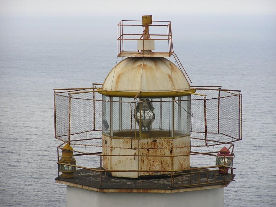 Лампа маяка   п. Каменка, залив Опричник, мыс Сигнальный.