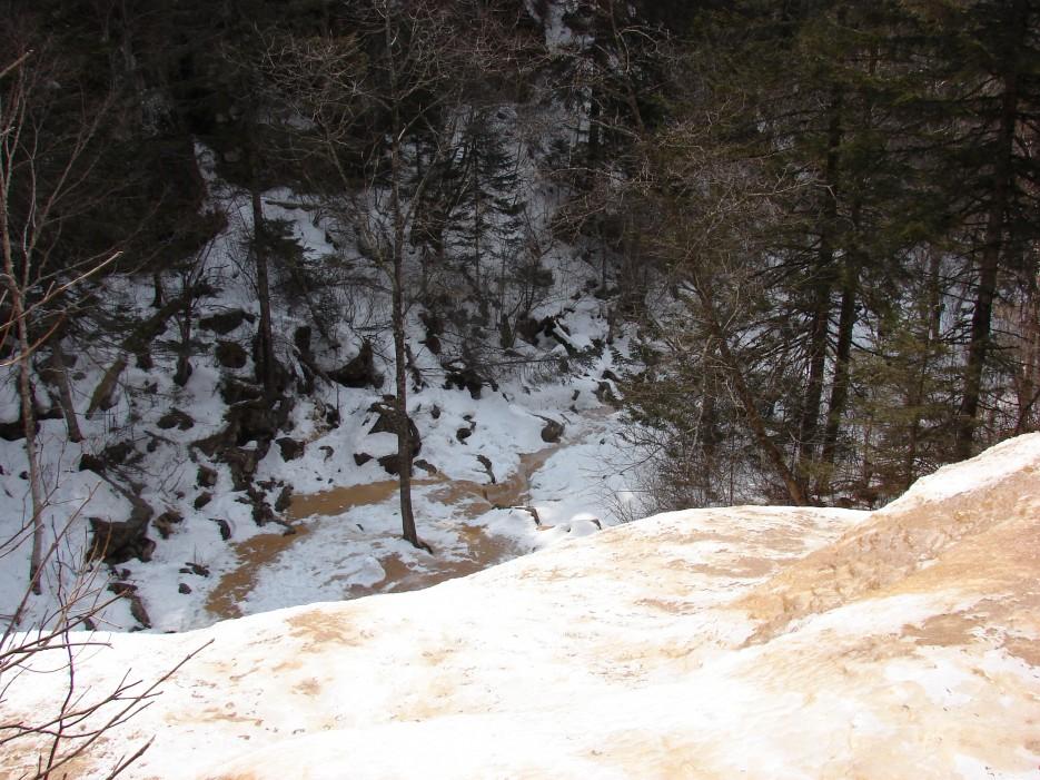 15.Вид слива водопада сверху. | 1.04.2012 года. Водопад Тигровый. Шкотовское плато.