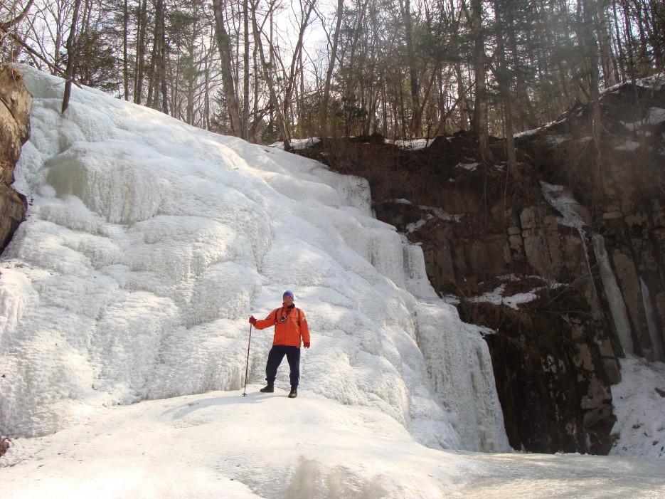 13.У подножья водопада. | 1.04.2012 года. Водопад Горбатов. Шкотовское плато.